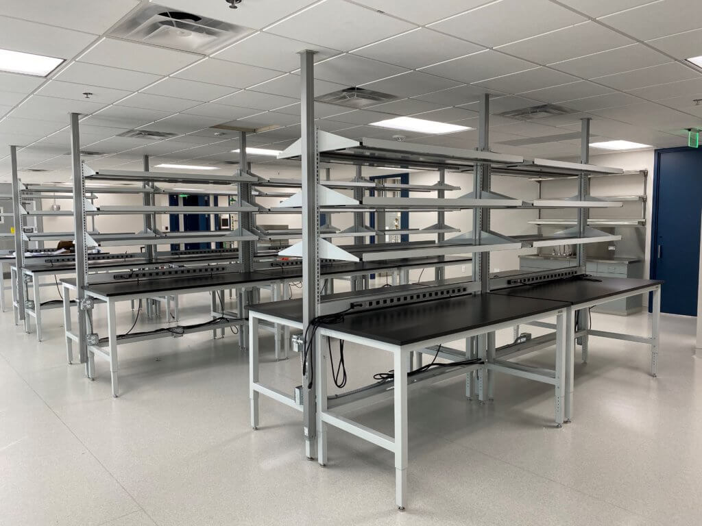 Lab Tables With Shelving